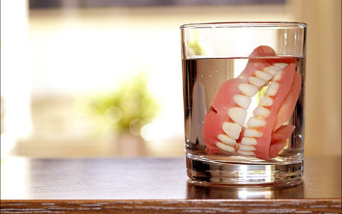 Mouth Infections Linked to Dentures